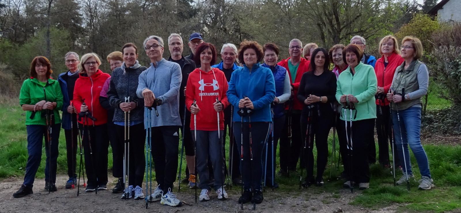 Teilnehmer Nordic Walking Kurs im Langenlonsheimer Wald am Forsthaus